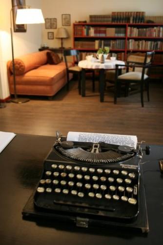 HF_typewriter2.jpg