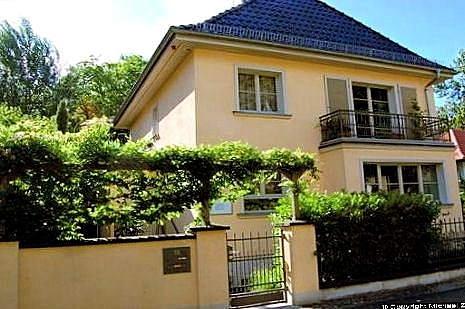 HF_Haus_Pankow Dans cette maison dans la rue vécu dans sa dernière année de vie de l'auteur Hans Fallada.jpeg